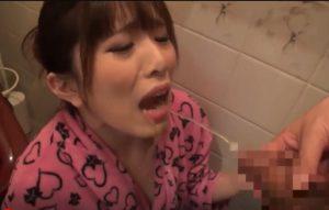 浴尿 飲尿大好きな変態M女 トイレやお風呂場で、男たちのおしっこもザーメンを喜んでごっくん
