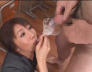 ザーメンプレイが対好きな変態女教師 ぶっかけられ、ごっくんして、ザーメン歯磨き