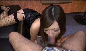 ナースコスのギャル系お姉さんがアナルを責めながらフェラ抜きしてくれて、口内射精したザーメンをおいしそうにごっくん