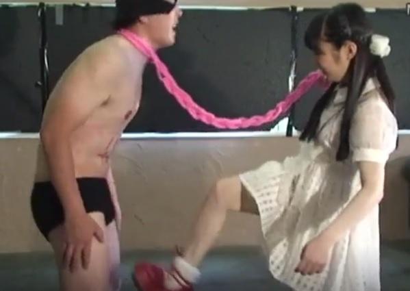 瀬川みおり ゴスロリファッションの女王様のM男イジメ 体に落書きし、金蹴りにロウソク責めの拷問